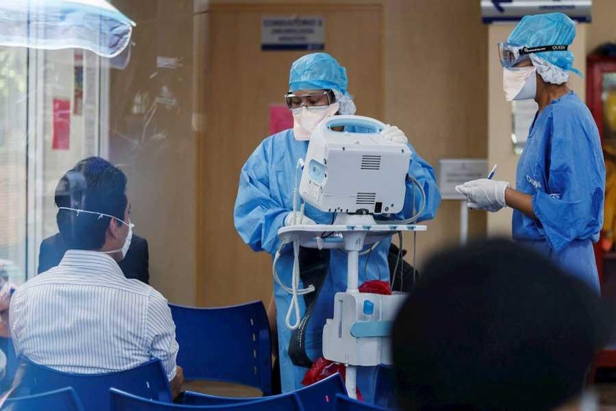 UNAM e IPN retiran estudiantes de hospitales