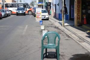 apartar lugar de estacionamiento en las calles